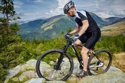 Expert Tips on Choosing a Mountain Bike
